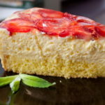 311 Рецепт Торт полуничний з сирним кремом