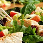 413 Рецепт Салат з куркою і фруктами «Легкий»