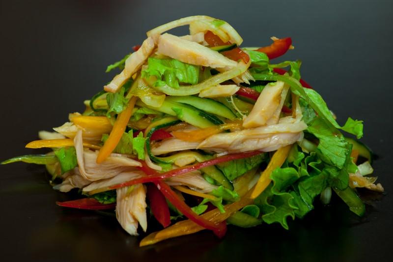 Рецепт Овочевий салат з копченою куркою «Улюблений»