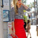 842 Червона спідниця — яскрава деталь для справжньої модниці