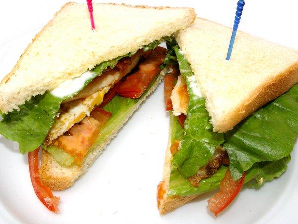 """Клаб-сендвіч з курячою грудкою """"Маггі"""""""