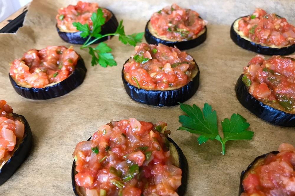 3132 Рецепт Закуска з баклажанів з томатами