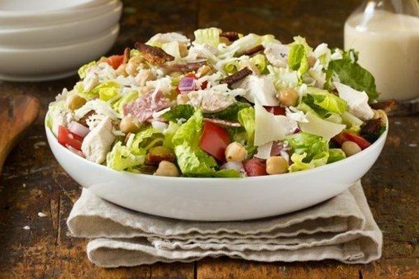 3331 Рецепт Салат з куркою, авокадо і моцарелою