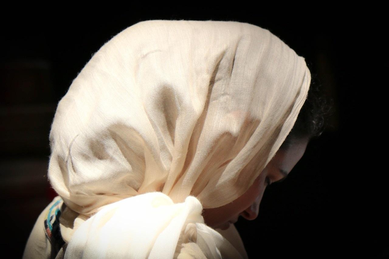 3824 Як зав'язати хустку на голові в церкву?